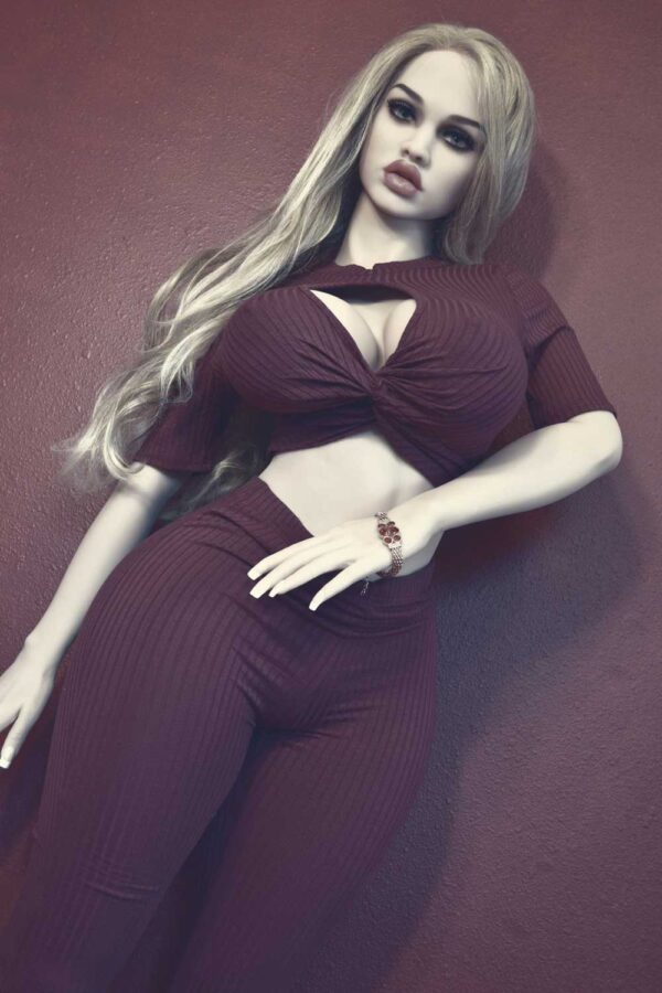 Big breasted sex doll with thick lips