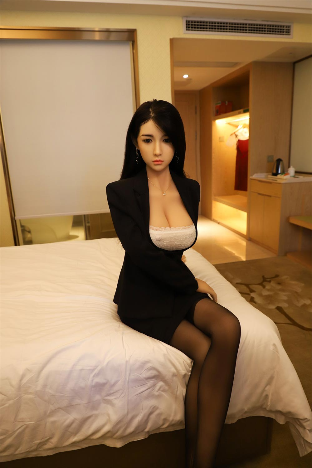 Silicone sex doll with hand on thigh